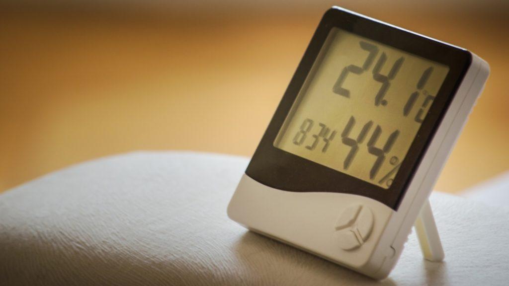 Wecker mit Messung der Luftfeuchtigkeit