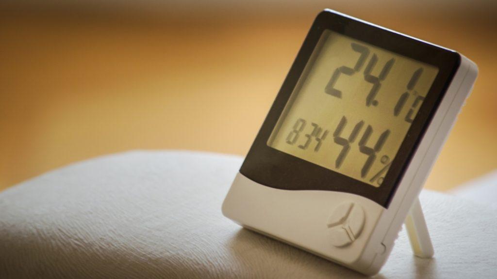 Wecker mit Messung der Schlafzimmertemperatur