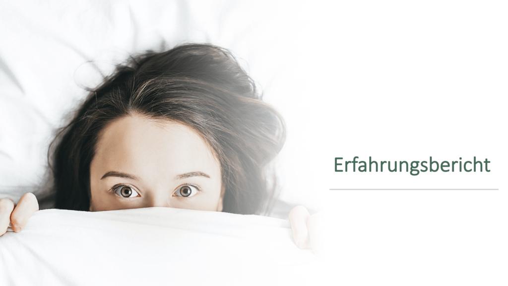 Frau schaut unter der Bettdecke hervor - Erfahrungsbericht 2