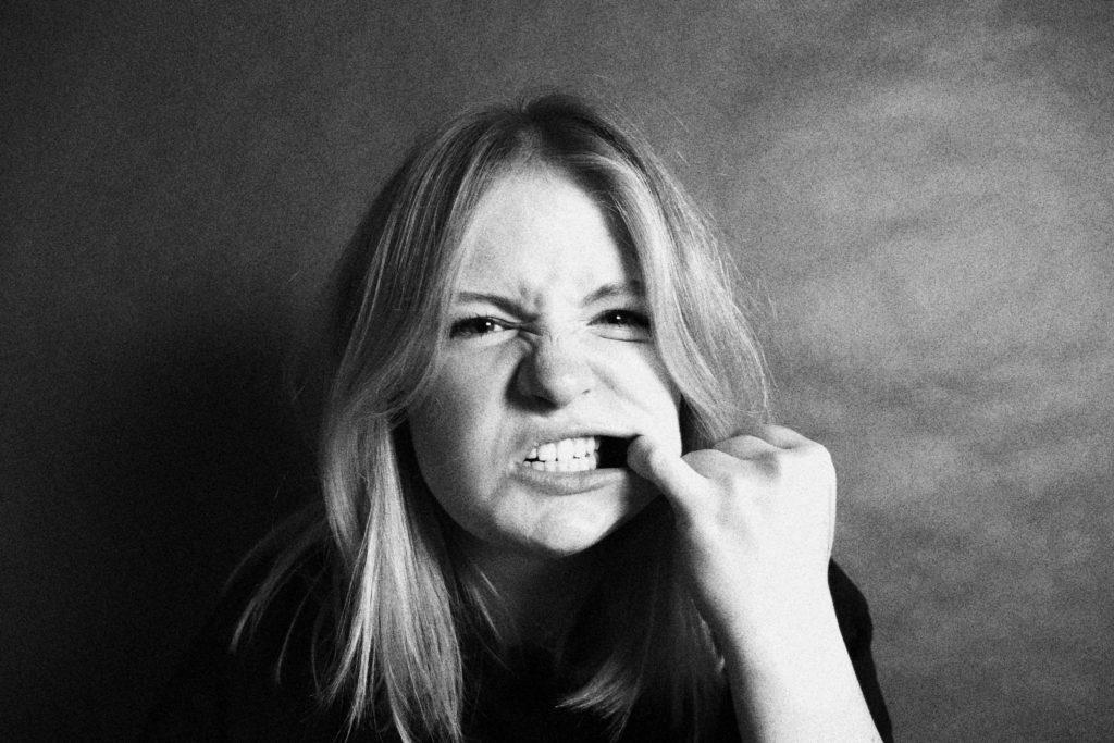 Zähneknirschen nachts: So findest Du raus, ob du betroffen bist