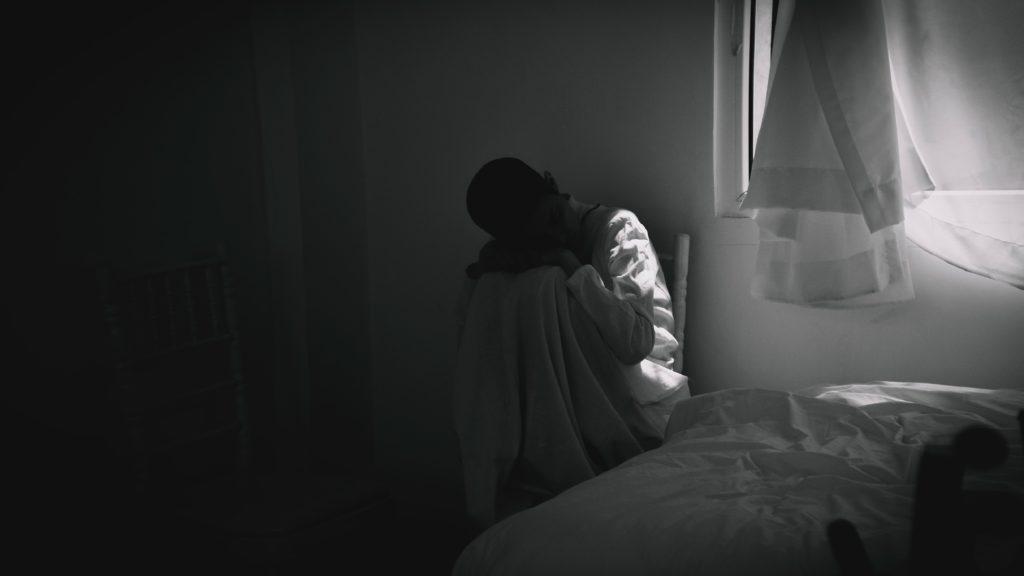 Schlafparalyse: Gehören Halluzinationen zu den normalen Symptomen?